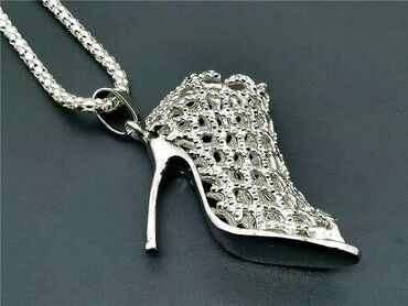 Privezak-srebro - Srbija: Betsey Johnson Fantastična štiklica privezak/ogrlica1000 rsdBetsey