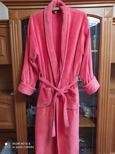 махровые халаты бишкек in Кыргызстан   ДОМАШНИЕ КОСТЮМЫ: Халат банный, плотный,махровый,большой размер52-56.Надо