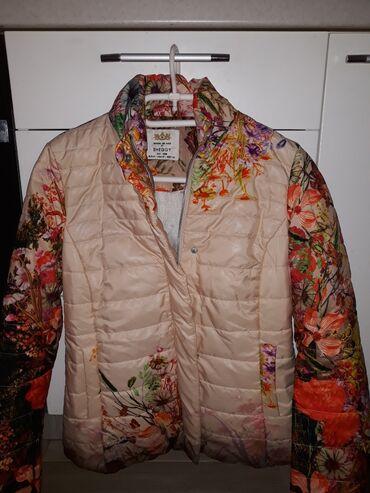 Zenska vesela jakna cvetnih dezenaNova. Dobijena na poklon al mi je