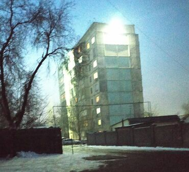 Продажа квартир - 3 комнаты - Бишкек: 105 серия, 3 комнаты, 63 кв. м Бронированные двери, Видеонаблюдение, Лифт