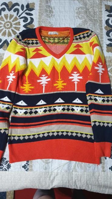 Женская одежда в Чолпон-Ата: Продаётся кофта тёплая б/у, в отличном состоянии одевала пару раз,цвет