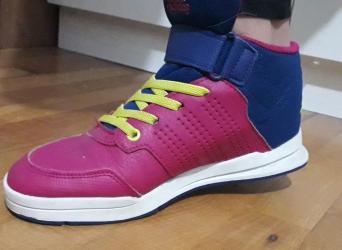 Adidas-papuce - Srbija: Patike adidas kao nove vel 34Placene 4000 din1800 din plus poklon