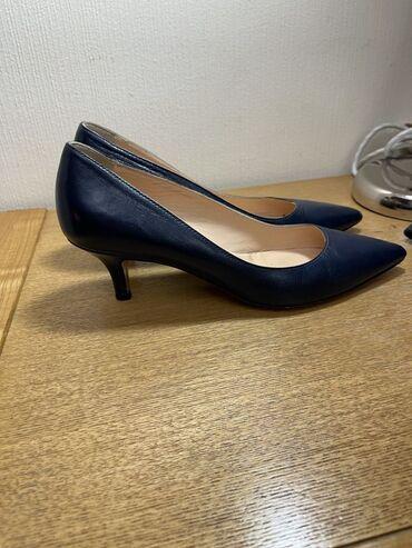 10561 объявлений: Продаю итальянские туфли 39 размера. 1 раз надевала, не мой размер