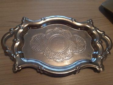 Srebrna tacna,ocuvana drzana u vitrini kao ukras izuzetna,teska - Batajnica