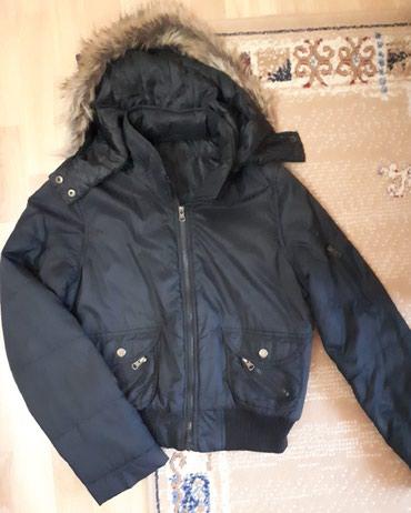 Super ocuvana crna jaknica sa kapuljacom za prelazno doba, u odlicnom - Belgrade