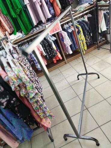 Продаются 14 шт. напольных вешалок ( стойки ) для одежды, в идеальном