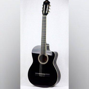 Bakı şəhərində Mbat firmasinin yeni klassik gitarasi
