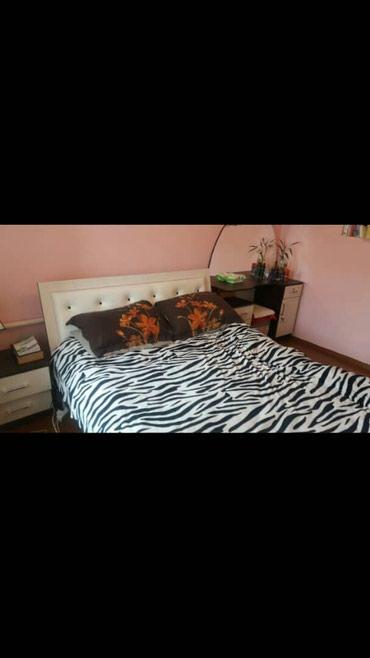 Продаю диван как новый с тумбучкай взяли как новые прошу 36000 в Нарын