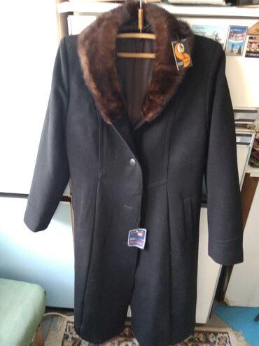 женское пальто в Кыргызстан: ЖЕНСКОЕ ЗИМНЕЕ ПАЛЬТОткань КАШЕМИР,НОВОЕ, Воротник НОРКА,Размер 50 -