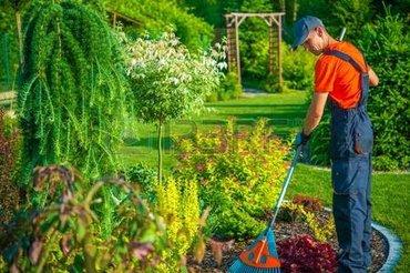 Нужны садовники в частный загородный  в Ош