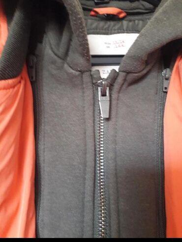 ZARA 13-14Savrsena jakna Umetnuti deo kao dux se moze