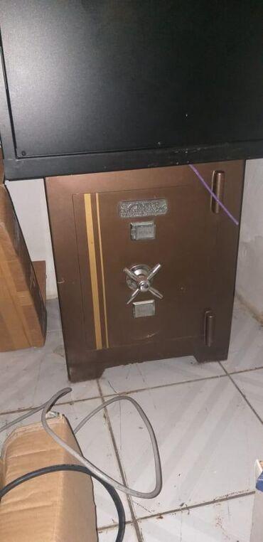 Biləsuvarda: Ofis ve ya ev ucun seyf satilir.150azn.xirdalan#afa