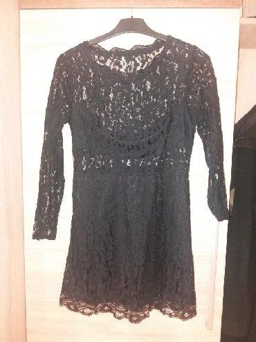 Čipkasta kvalitetna haljina, jednom je nošena. Lepo stoji, deo tkanine
