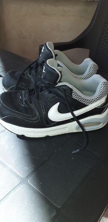 Nike air max patike nosene su,slikano ostecenje,mogu jos da se nose