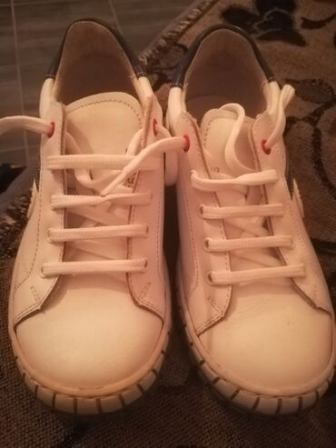 Dečije Cipele i Čizme - Sremska Kamenica: Prodajem očuvane ciciban cipelice br 31