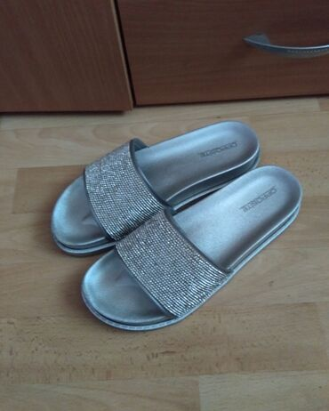 Opet sandale br - Srbija: Opposite srebrne papuce, nosene dva, tri puta, odlicne. Broj 40