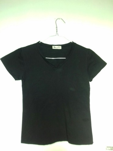 Черная футболка с V образным в Бишкек