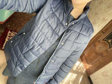 Женская одежда в Чон Сары-Ой: Осенняя куртка В идеальном состоянии Цвет: темно синий Размер подойдёт