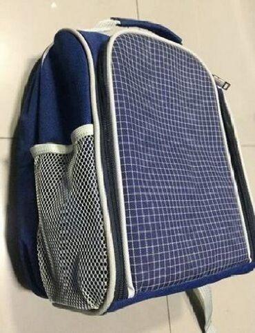 Рюкзак для пикника с множеством отделений для посуды сделан из