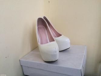 Белые туфли, носила пару раз, в хорошем в Бишкек