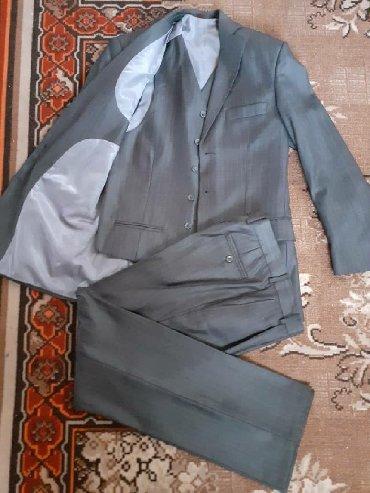 Мужская одежда в Беловодское: Классический,подростковый костюм тройка,новый! размер 42-44