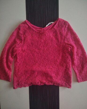 Pink cipkana bluza, kupljena u HM. Nosena svega 2 puta, ali je lepo