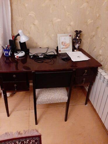 Yazı masası və stulu. Yaxşı vəziyyətdə