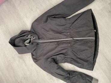 Feedback jaknaVeoma kvalitetna,placena oko 6000.Bez ikakvih ostecenja