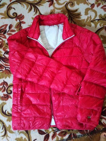 Женская деми куртка, состояние хорошее. Наполнитель натуральный пух