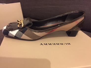 Burbery's women's shoes. Size 39. Condition new. Worn only once. ( σε Βόρεια & Ανατολικά Προάστια
