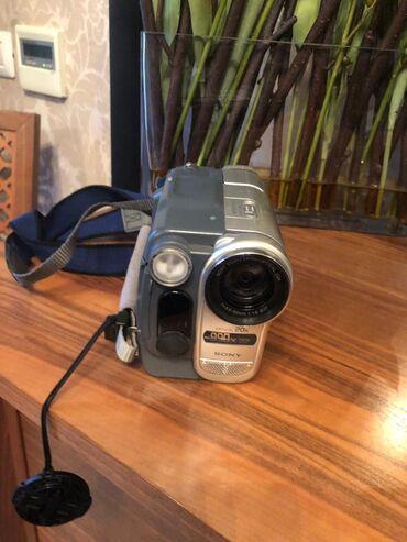 sony kamera - Azərbaycan: Sony kamera. yeni kimidir. az işlənib. Cantasi və bütün aksesuarları