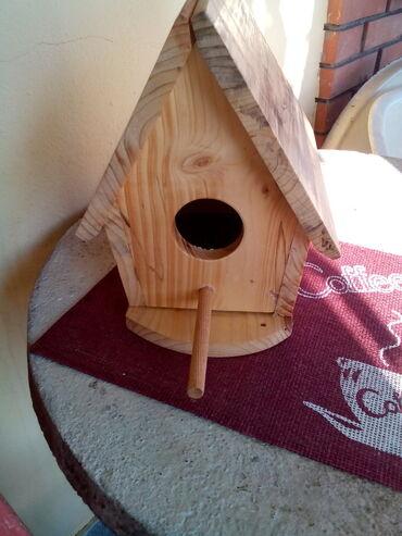 Kuća i bašta - Knjazevac: Kućica za ptice-br.5 Prodajem kućicu za ptice sa postoljem, br. 5