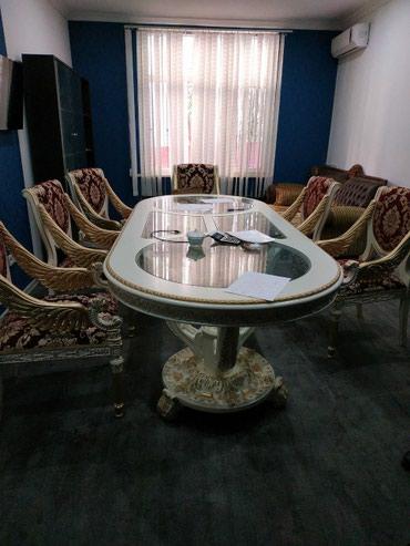 Bakı şəhərində Masa dəsti. Geniş evlər, villalar üçün.