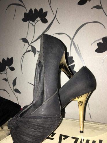 Na prodaju Nove elegantne udobne cipele sa zlatnom stiklom,prelepe sa - Kragujevac
