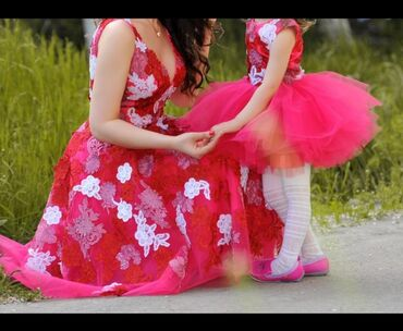 """летнее платье трапеция в Кыргызстан: Шикарный комплект платьев """"мама-дочка"""" от Наиля Байкучукова. Размер"""