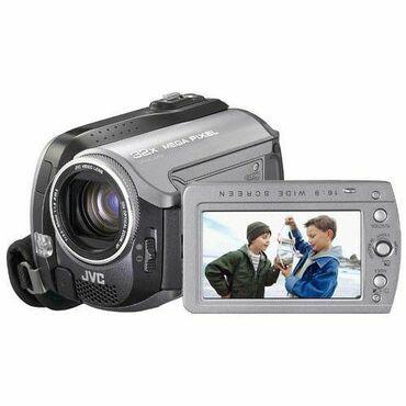 Цифровая видеокамера - Кыргызстан: Продаю цифровую видеокамеру JVC EVERIO 30 GB, новая, с подставкой