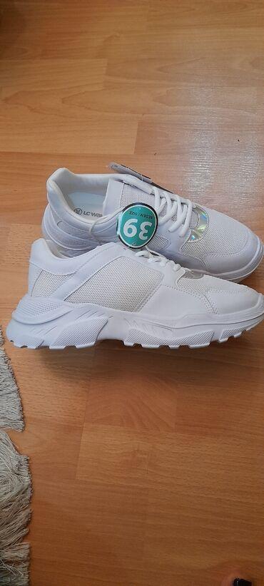 Lc Waikiki firmasinin sneaker aģ rengde, 39 olcu, 38 de uygundu