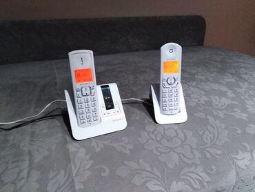 Prelep Alcatel bezicni fiksni telefon sa 2 slusalice i
