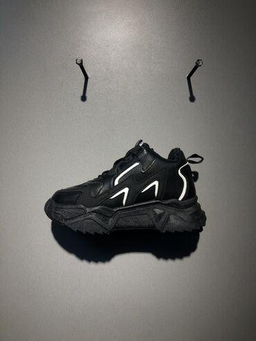 Женские зимние тёплые кроссовки