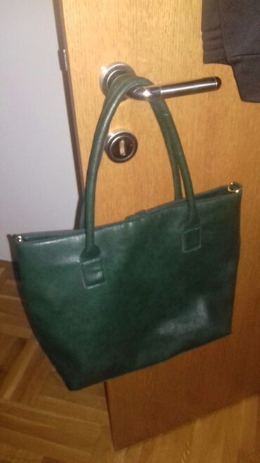 | Raska: Zenska torba. maslinasto zelena. bez ostećenja