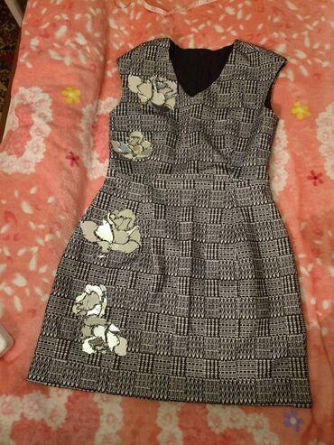 Красивое платье, с подкладом. Грудь 88см, Талия 74см, Бедра 100см