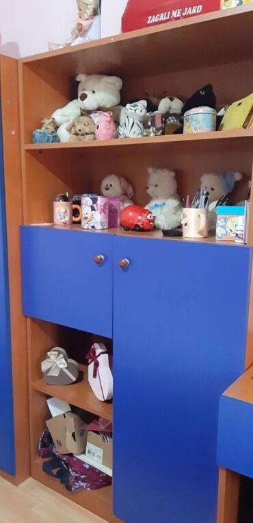 Kuća i bašta - Kragujevac: Dečija soba, dobro očuvana, par sitnih oštećenja na radnom stolu