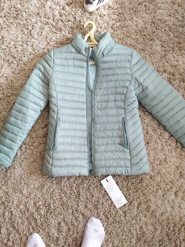 Продаю новую куртку, очень приятный цвет. Подойдёт на s,m. Имеется