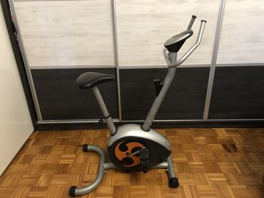 Sobno biciklo - Srbija: Sobni bicikl  ima displej koji pokazuje potrošene kalorije, predjenu r