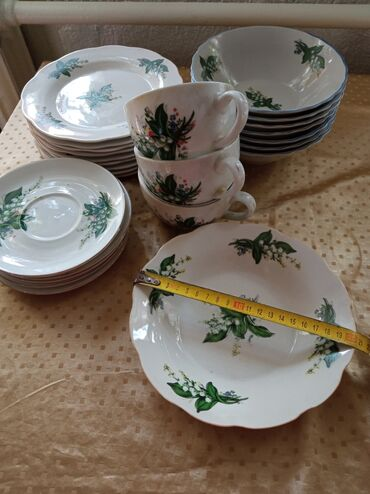 тарелка блюдце в Кыргызстан: Кисе 7 шт, мелкие 9 шт, тарелка 1 шт, блюдце 5 шт, чашки 3 шт! Всё за