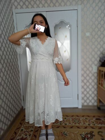 вечернее платье бирюзовый в Кыргызстан: Продаю шикарное платье! Очень нежное, красивое.Худит и выделять талию
