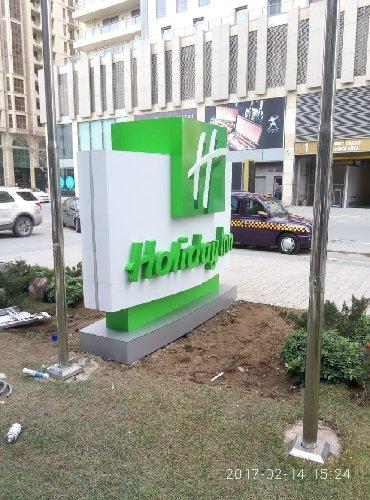 - Azərbaycan: Reklam pilonlari dekorativ