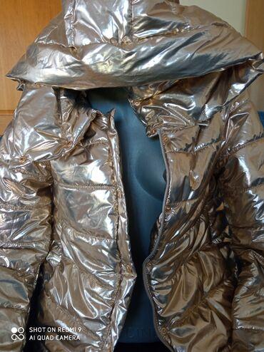 Metalik zlatna jakna sa kapuljacom lagana S-M velicina