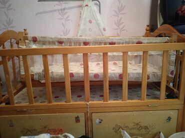 Детский мир - Байтик: Детская кроватка,брали в прошлом году пользовались только качелькой,це