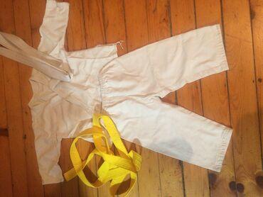 Ostala dečija odeća | Becej: Kimono za urast od tri godine. Beli i zuti pojas idu uz njega